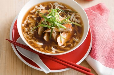 Chilli chicken noodles in broth